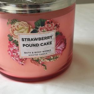 bath and body works Makeup - BBW Strawberry Pound Cake scented Candle New